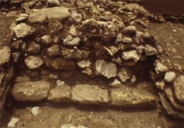 کشف یک ساختمان با قدمت ۷۰۰ ساله