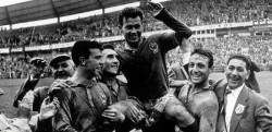 آقای گلی جام جهانی با یک جفت کفش +عکس