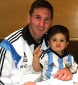 مسی و پسرش بعد از بازی با ایران/عکس