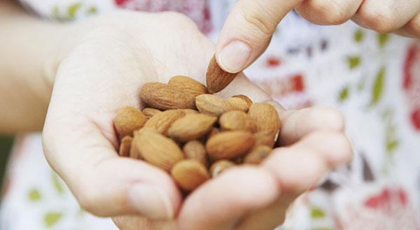 مزایای بادام برای کاهش وزن