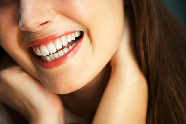 Woman Smilingدندان های درخشان