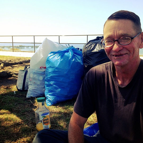 Mark-Bustos-and-homeless5