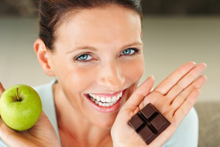 woman-with-apple-and-chocolate-horiz