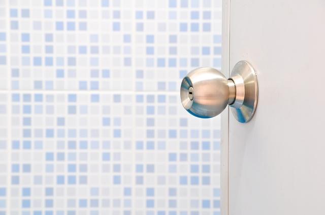 راهنمای رنگ کردن موی سر,Open-Bathroom-Door