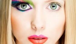 18 اشتباه در آرایش و مد که سن شما را زیاد میکند!
