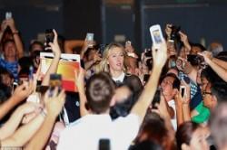 محبوبیت عجیب ثروتمندترین ورزشکار زن جهان در سنگاپور+عکس