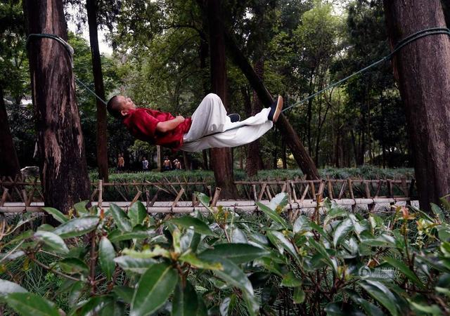 خوابیدن روی طناب