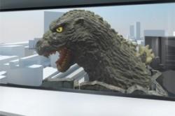 گودزیلای ۵۰ متری روی ساختمانی مسکونی توکیو+عکس