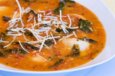 سوپ تورتلینی با اسفناج و گوجه فرنگی
