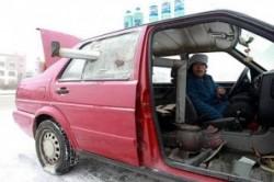 روش عجیب خانم چینی برای گرم کردن خودرو +عکس