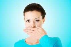 بوی بد دهان و 3 راه درمان آن