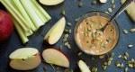 کرهی خانگی تهیه شده از تخمه برشته کدو حلوایی با شیره افرا