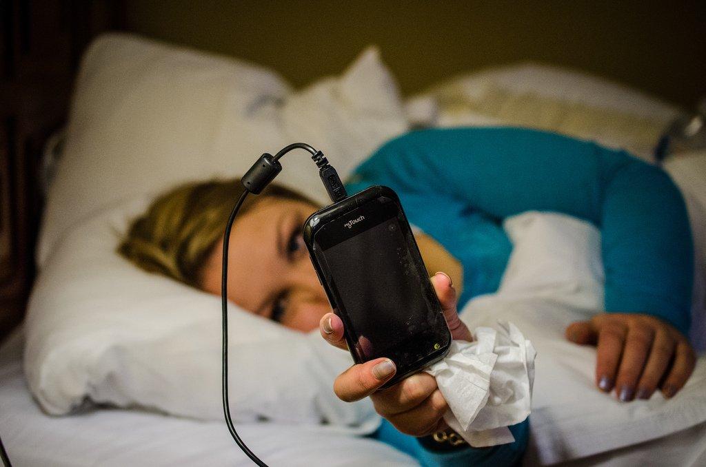 عوارض تلفن همراه بر سلامتی