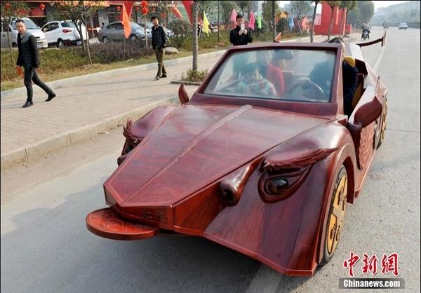 خلاقیت کشاورز چینی در ساخت خودروی چوبی