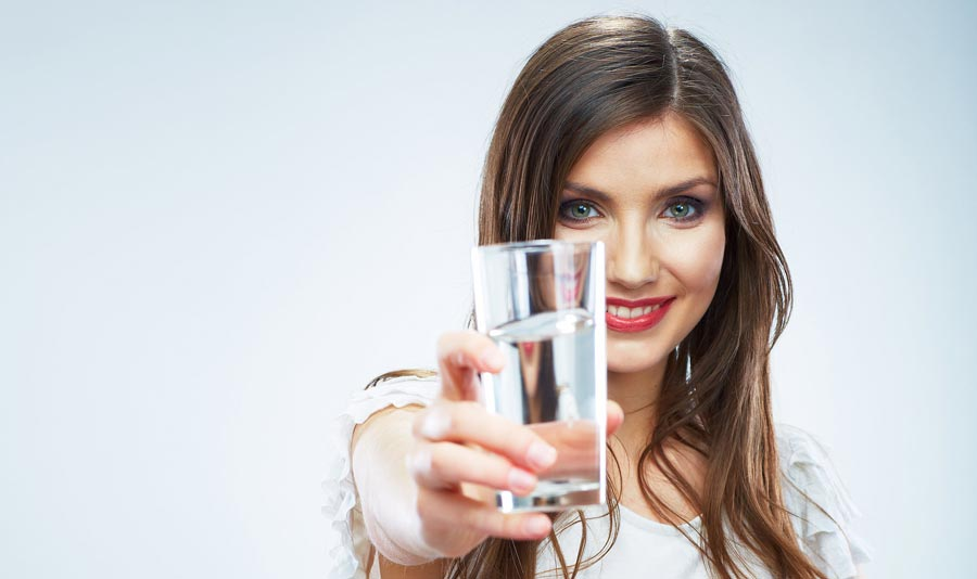 چقدر در روز آب بنوشیم؟