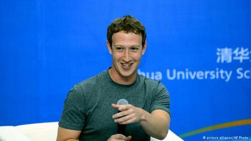 مارک زاکربرگ، بنیانگذار فیسبوک و یکی از جوانترین میلیاردرهای جهان، پس از اجرای چند پروژه ناموفق در دنیای وب در سال ۲۰۰۴ درحالی که در دانشگاه هاروارد تحصیل میکرد، فیسبوک را برنامهریزی کرد. او با افزایش موفقیت فیسبوک به کالیفرنیا رفت و در سال ۲۰۰۶ ترک تحصیل کرد.