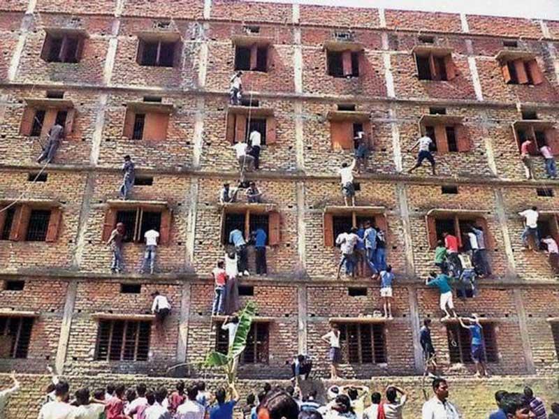 تقلب در امتحان هند exam-cheating