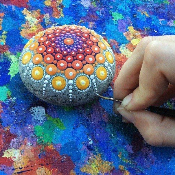 stone-art-mandala-elspeth-mclean-canada-7-605x605.jpg
