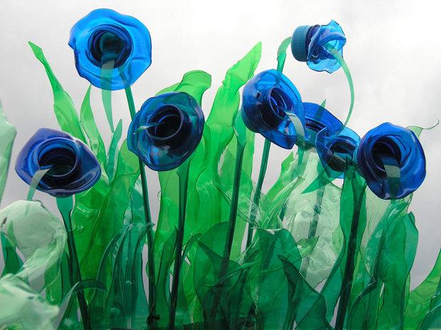 plastic-bottle-sculpture-recycle-art-veronika-richterova-12.jpg