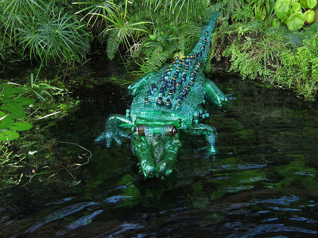 plastic-bottle-sculpture-recycle-art-veronika-richterova-1.jpg