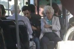 لوریس چکناواریان سوار بر اتوبوس