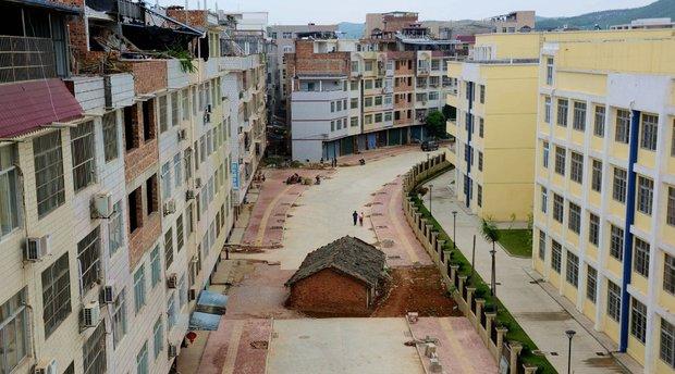 خانه هایی که وسط بزرگراه سبز شدند!