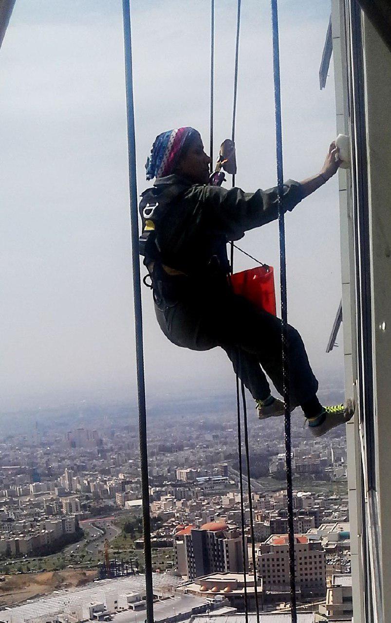 شغل سخت دختر جوان در تهران +(تصاویر)