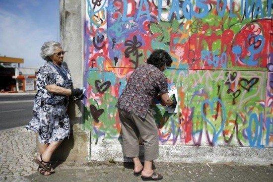 granny-graffiti-gang6-550x367.jpg