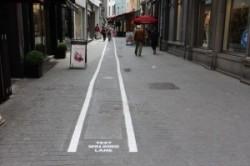 خطکشی خیابان برای معتادان به موبایل