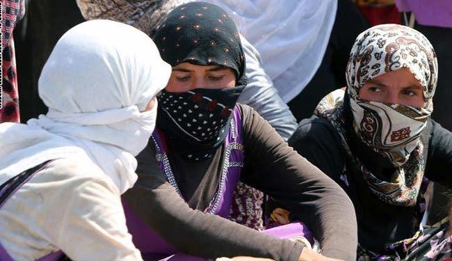 داعش زنان ایزدی را برهنه به مزایده می گذارد