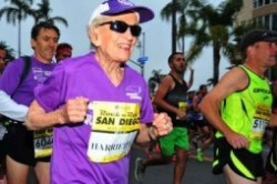 رکورد شکنی پیرزن 92 ساله در دو ماراتن