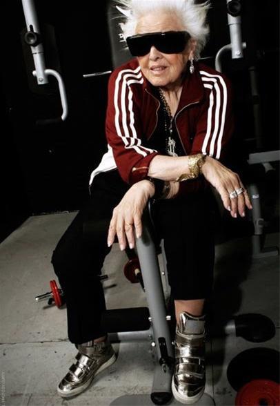 پیرزنی 69 ساله، پیرترین دی.جی جهان