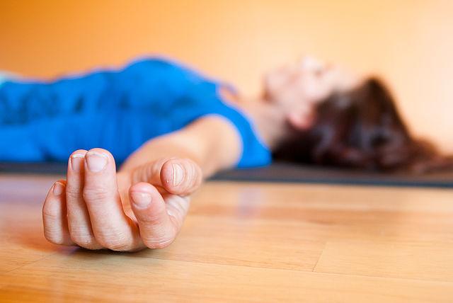 حرکت یوگا Corpse-Pose