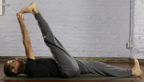 حرکت یوگا Reclining-Big-Toe-Hold