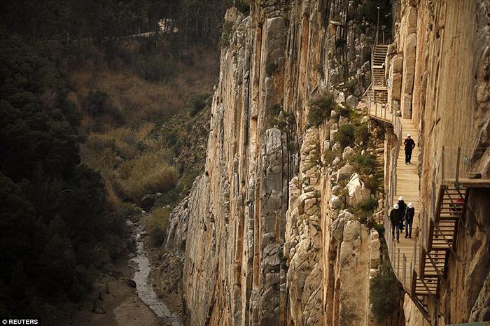آشنایی با خطرناکترین گردشگاه جهان و جاذبهی توریستی معروف کشور اسپاینیا
