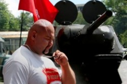 جابه جایی تانک 26 تنی توسط پهلوان روسی!+عکس