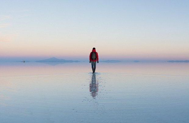 در این شهر می توانید روی آب راه بروید!-Parting_of_the_waves_A_man_pictured_appears_to_be_walking_on_wat-a-11_1438596657800.jpg