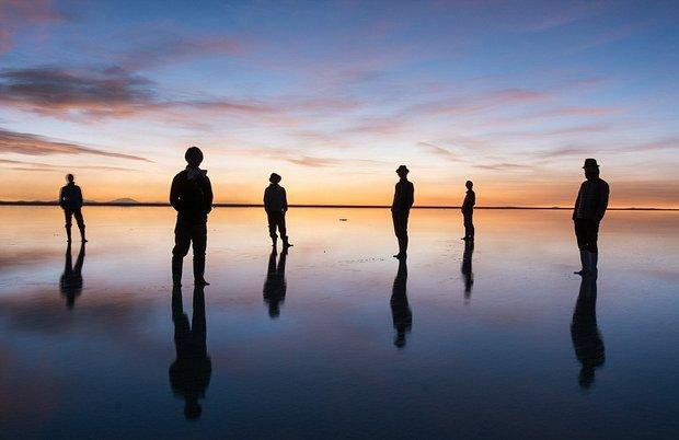 در این شهر می توانید روی آب راه بروید!-As_one_of_the_flattest_places_in_the_world_when_Salar_de_Uyuni_s-a-12_1438596718447.jpg