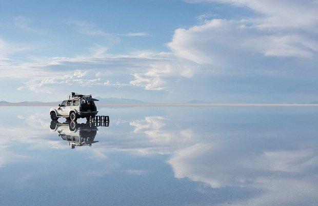 در این شهر می توانید روی آب راه بروید!-During_the_daytime_the_mirror_effect_creates_the_impression_of_c-a-17_1438596772716.jpg