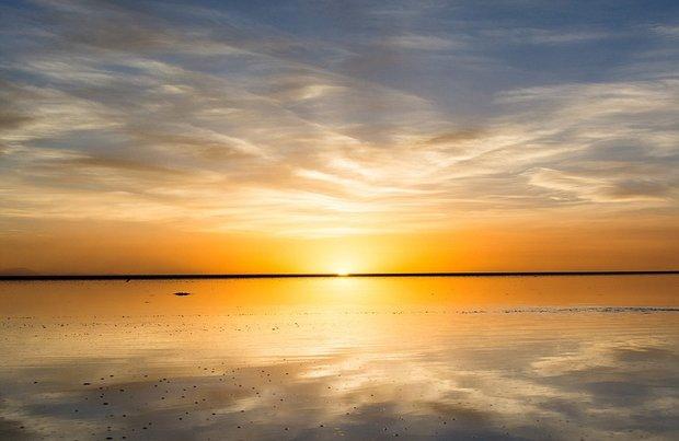 در این شهر می توانید روی آب راه بروید!-All_at_sea_Just_the_slightest_layer_of_water_on_Salar_de_Uyuni_s-a-33_1438597075669.jpg