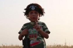 داعش پسر 4 ساله ایزدی را مجبور به گردنزنی مادرش کرد+ عکس