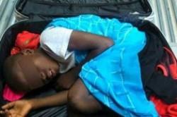 مرگ مهاجر در چمدان+عکس
