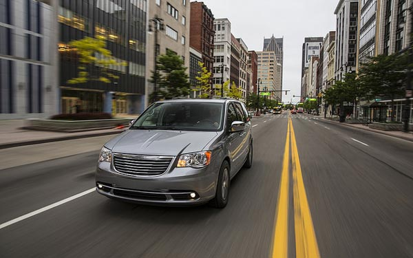 2015-Chrysler-Town-and-Country