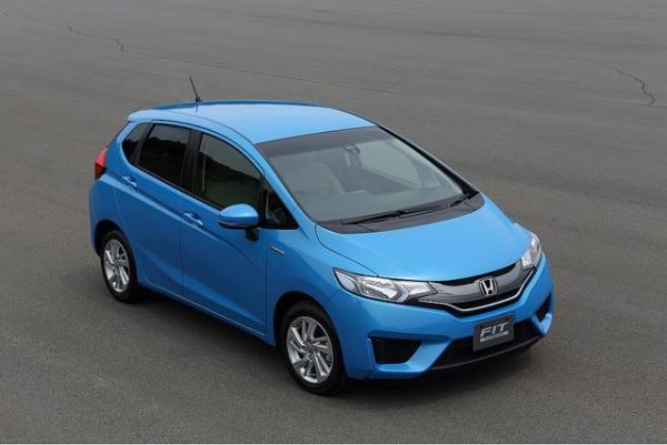 2015-Honda-Fit-Hybrid-Japanese-Model-3-SMADEMEDIA-COM-MediaGalleria