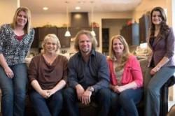 زندگی عاشقانه مرد آمریکایی با 4 همسرش در یک خانه+عکس