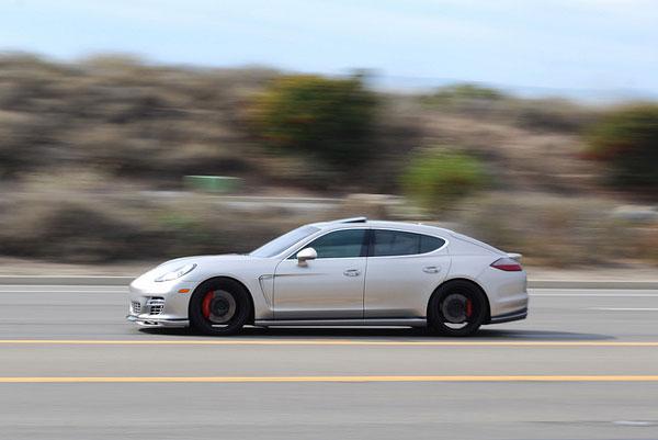 Porsche-Panamera-in-motion