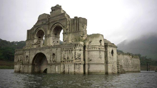 (تصویر) کلیسای پانصد ساله سر از آب در آورد