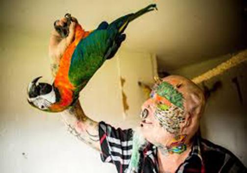 این مرد گوشهایش را برید تا شبیه حیوان خانگیاش شود! + تصاویر