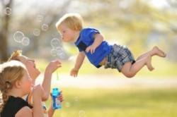 بچهای که میتواند پرواز کند!+عکس