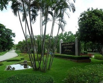 Chaloem Phra Kiat Public Park1